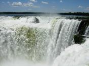 Iguazu_devils_throat_10001
